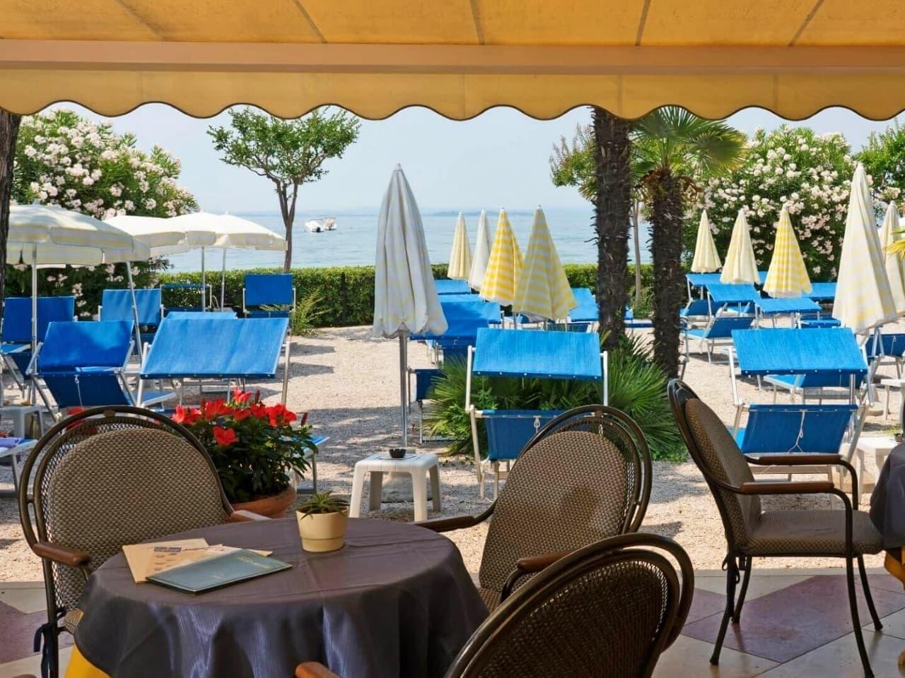 Ristorante A Tre Sale Con Terrazza Bar Hotel Du Lac Et